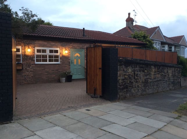 Cozy 2 bedroom detached bungalow - Wallasey - Casa