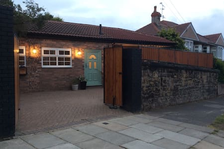 Cozy 2 bedroom detached bungalow - Wallasey