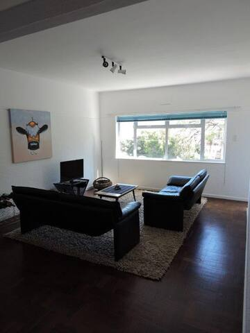 1 bedroom flat with balcony and Signal Hill views - Cape Town - Apartment