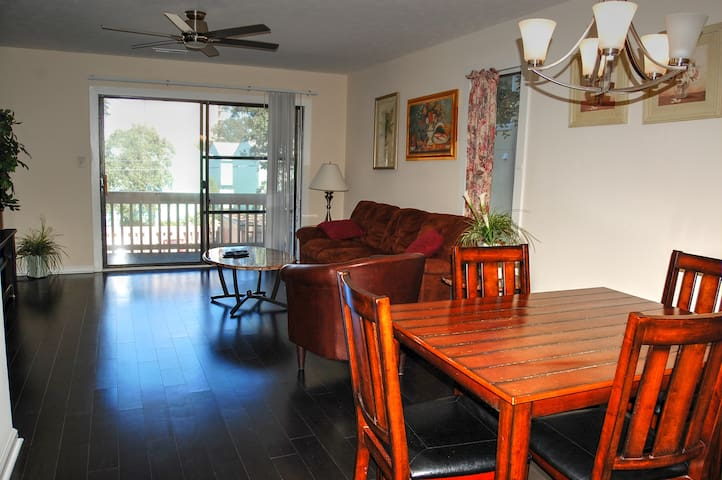 Harbourside 201 adorable condo located only a short distance from many local attractions and the beach
