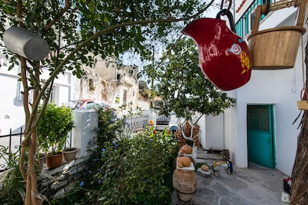 Be in a lively traditional greek village - Koronos - Haus