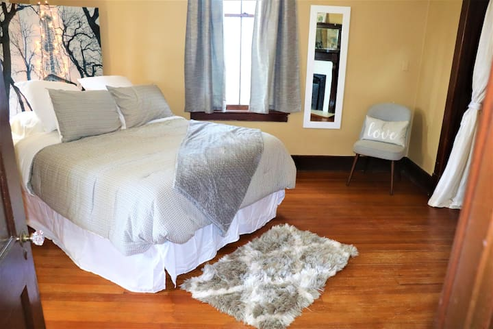 Oversized Historic Apartment Close to Downtown!