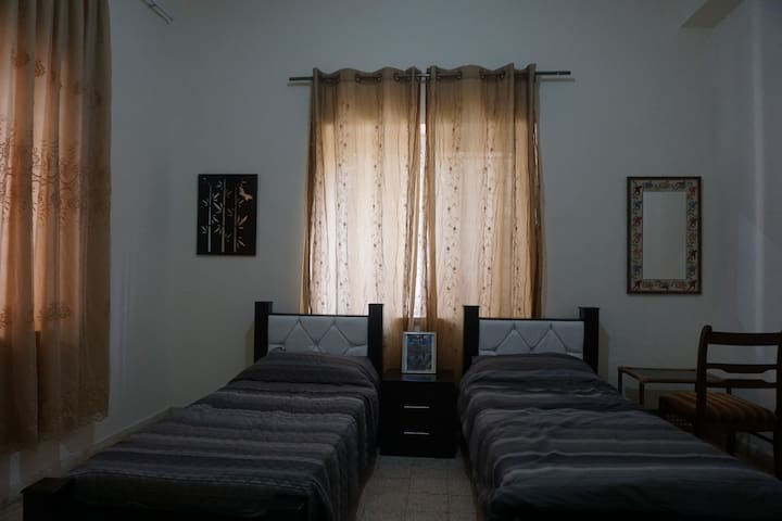 Spacious & newly furnished unit - Great location