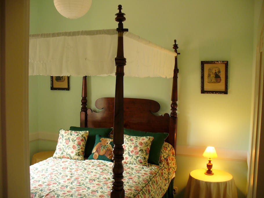 Bedroom 2/Four Poster double bed