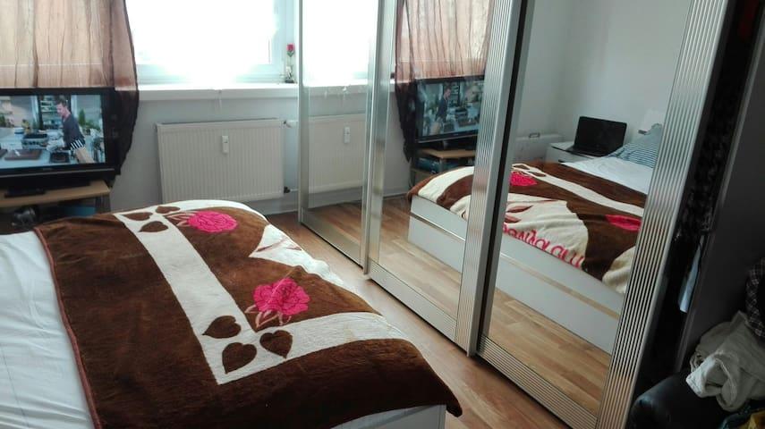 Möbliert Wohn für Gäste mit W-Lan, einbaukürche ! - Eberswalde - Apartament