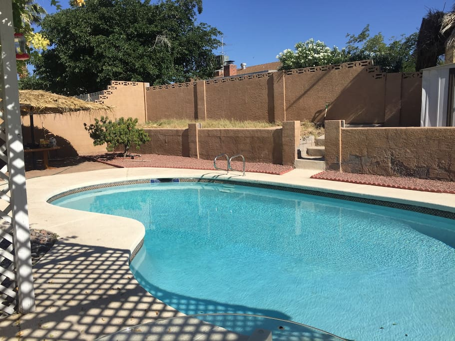 Pool and BBQ available for use and clean all year long. Weather permitting. :)