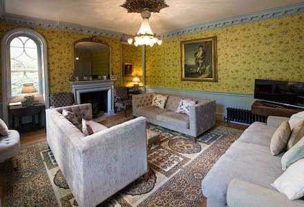 10 Bedroom Derbyshire Manor House - Lea Bridge