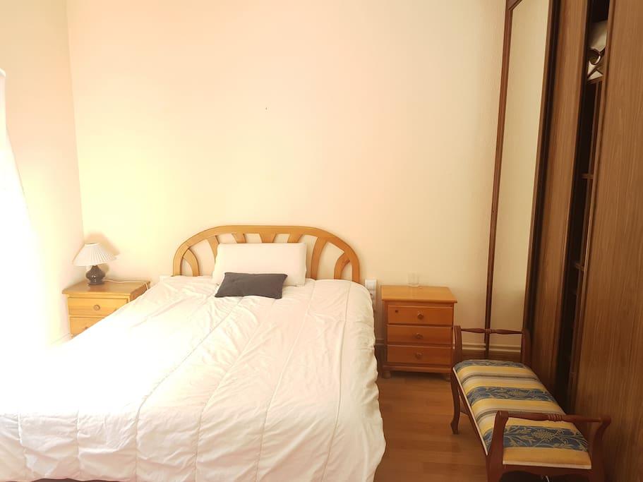 Matrimonio Bed Uk : Habitación amplia con cama de matrimonio doble flats