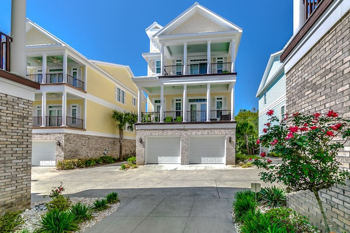 Sands Beach House 313 (5 Bedrooms, Sleeps 12)