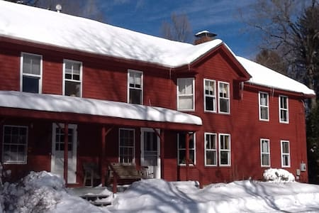1760 colonial  home close to 5 Colleges - Leverett - Hus