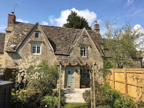 CHARMING COTSWOLD COTTAGE - BOHO COUNTRY RETREAT