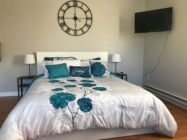 Comfy queen size bed with storage drawers underneath. Television is Netflix ready!!