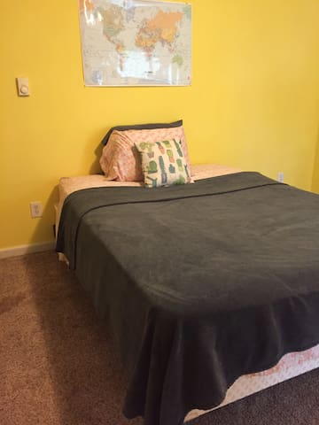 Oversized private room in StL at I-44/I-270