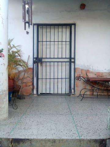 Casa sencilla en zona centro de Puerto La Cruz