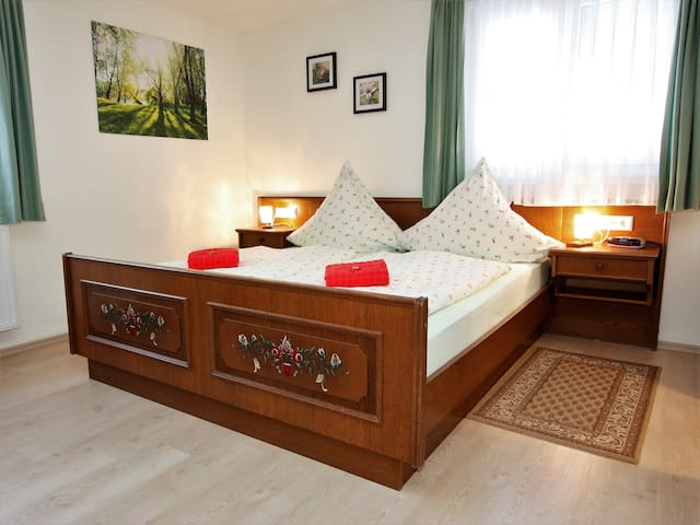 Pension Haus Tannenwiese, (Titisee-Neustadt), Dreibettzimmer mit Dusche/WC, 20qm