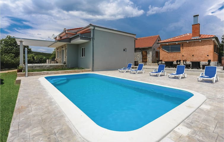 Holiday cottage with 3 bedrooms on 150m² in Dugogabe