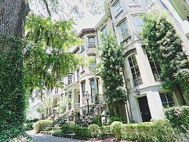 Charming 2 bedrooms by Forsyth Park