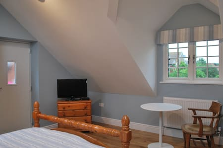 Self-contained annexe in village nr Harwell Campus