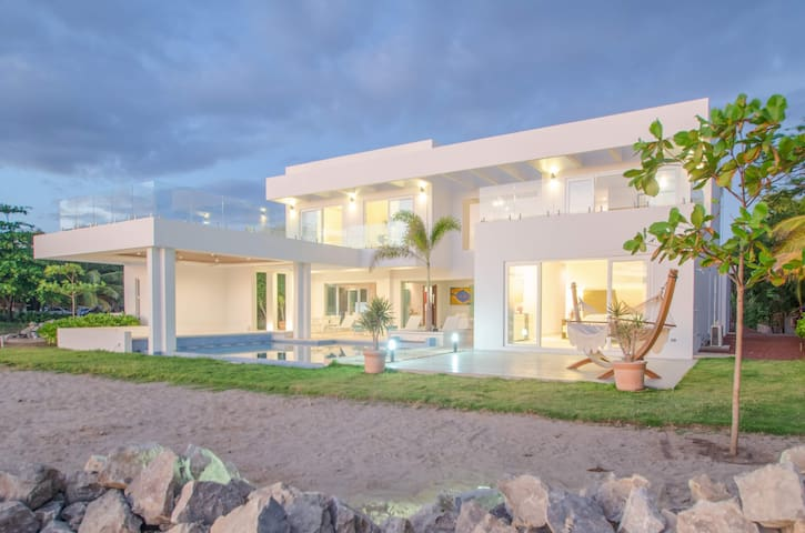 Hacienda Iguana's Newest Luxury Surf Front Villa!