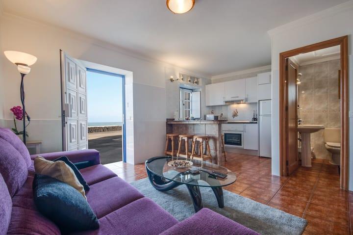 "Charming Apartment ""Casa Vista al Mar"" with Sea & Mountain View, Wi-Fi, Balcony & Terrace"