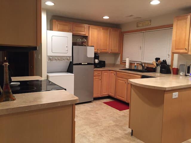 Comfy Dayton home + wifi! - Dayton - Casa