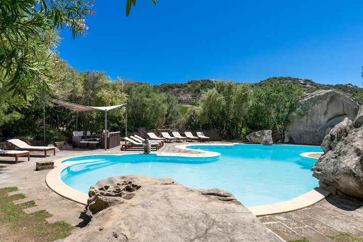 Sardinian Style Studio Apartment with Garden, Pool, Terrace and Wi-Fi