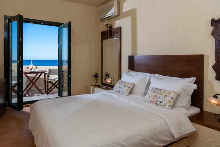 Porto Sisi Charming Maisonette by The Sea