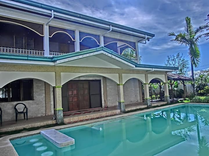 House with private pool and extensive garden