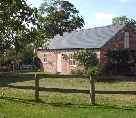 Little Pentre Barn, woodburner, lovely views/pubs.