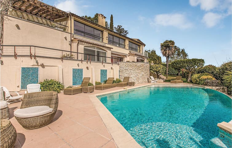Nice home in Mandelieu la Napoule with WiFi, Outdoor swimming pool and 6 Bedrooms