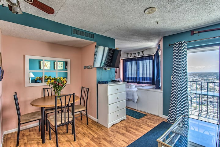 NEW! Colorful Escape with Ocean View & Pool Access