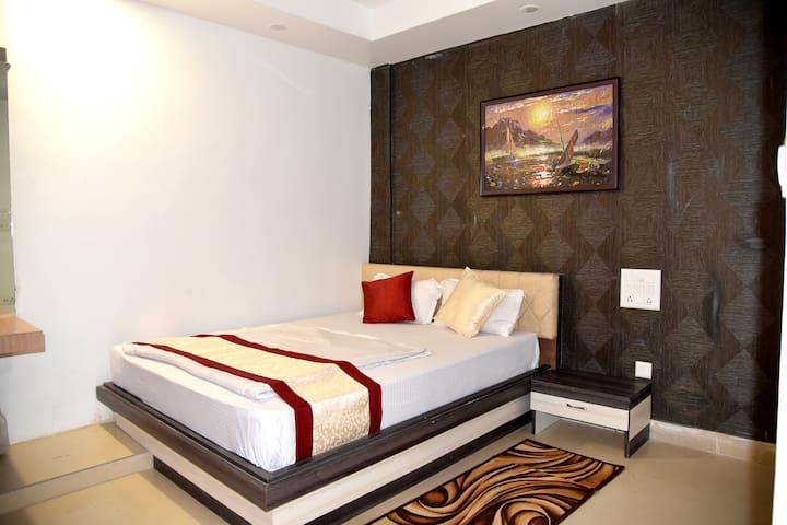 Hotel M K Plaza