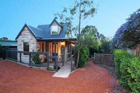 Two Truffles B&B - Acorn Cottage - Yarra Glen - 家庭式旅館