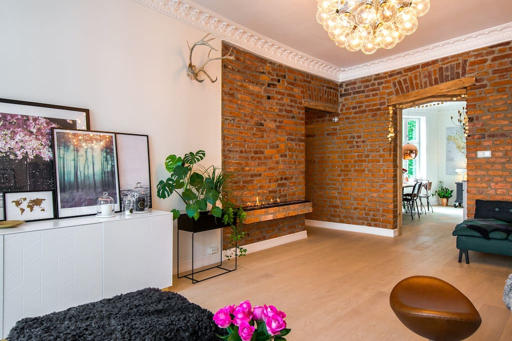 When we refurbished the apartment in 2015, we wanted to expose the original brick walls dating back to 1892, as it brings rustic character, raw charm and industrial feel, with a wide range of beautiful warm, natural colors.
