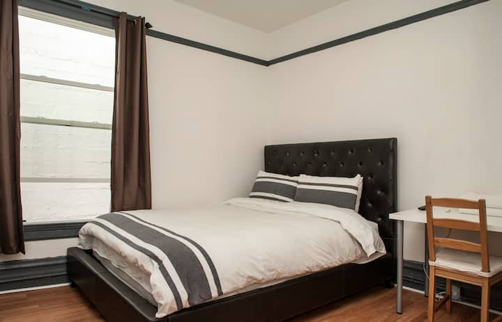 (18) Deluxe Room with Private Bath