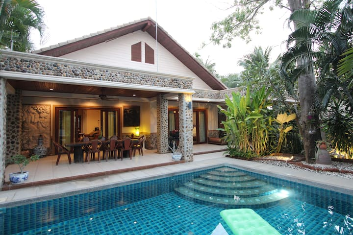 4 BEDROOM GARDEN VILLA NEAR BEACH