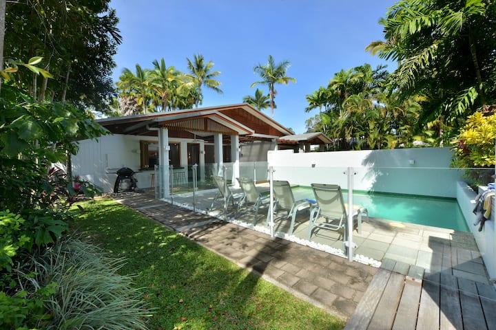 Tropical Beach House Close to Town
