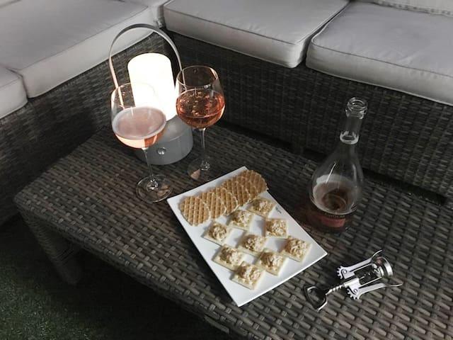 멋진 야경과 와인도 한잔~