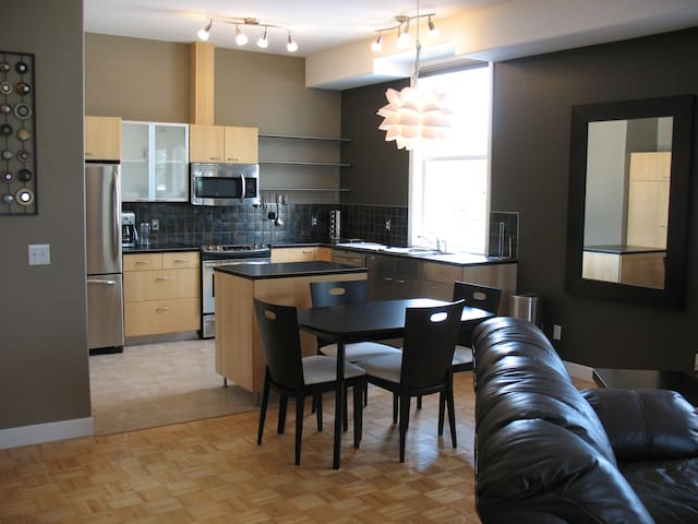 Modern Executive Furnished Apartment - Sundre - Apartment