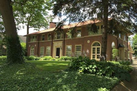 Private wing of grand historic river front mansion - Mishawaka - Ev