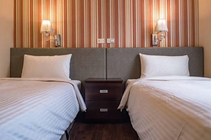 明亮乾淨 豪華雙床房 Cozy Twin Room in Sanchong Area