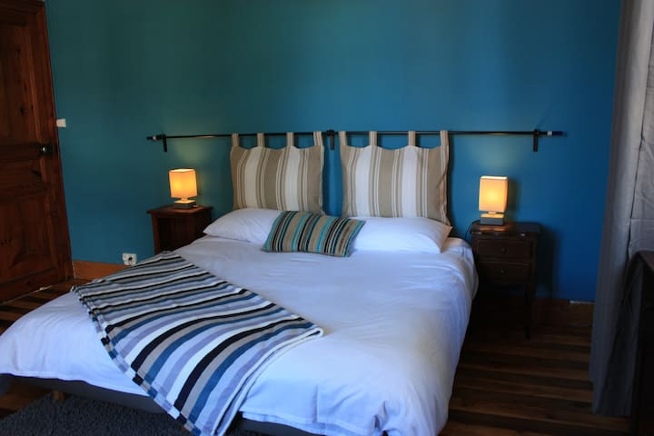 Large Room with en-suite Bathroom - Blue room - Bagnères-de-Luchon - Bed & Breakfast