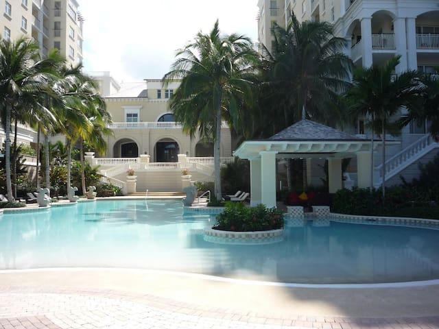 Palmyra Luxury Beach Condo - Montego Bay - Apartament