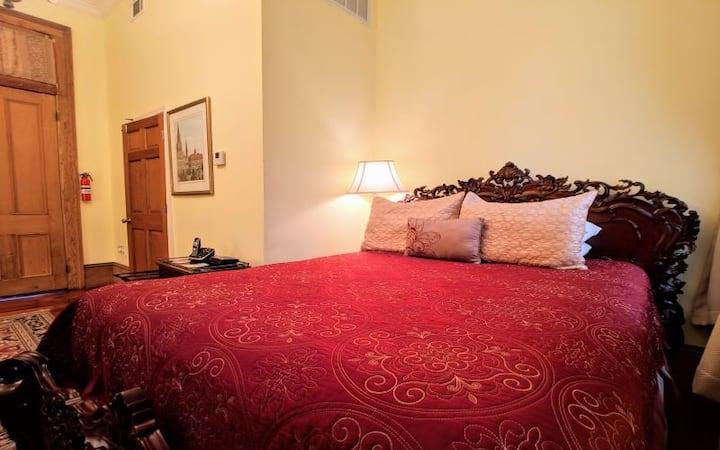 Parisian Courtyard Inn Room 5, NOLA B&B