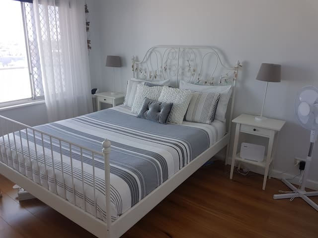 Enjoy the seaviews with your moning coffee in the Main Bedroom.