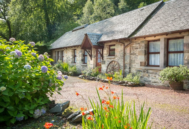 Craigton Smiddy, Luxury in Luss, Loch lomond