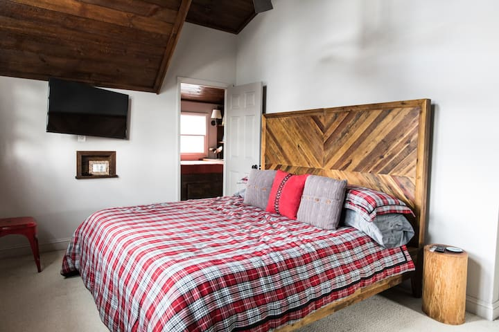 Primary king bedroom/full bath upstairs.  King size comfy bed.  Wood vaulted ceilings, ceiling fan, TV/Apple TV