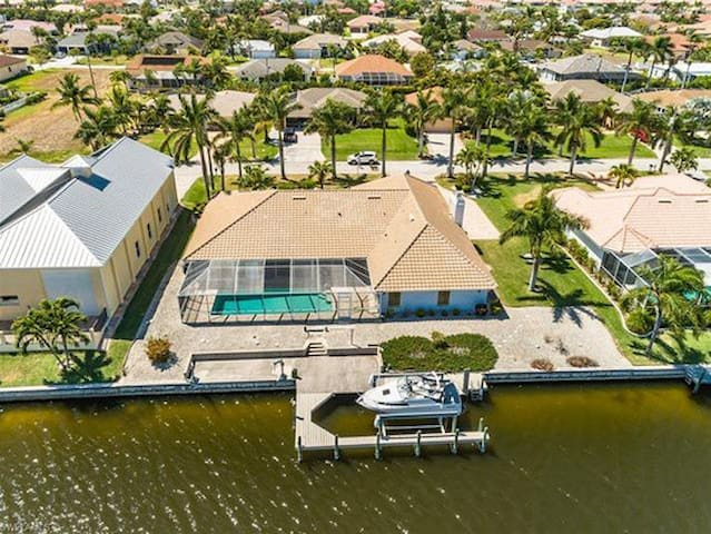 Magic on the Water SW Cape Coral - Close to Beach!