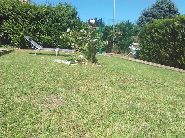 APPARTEMENT TRES CALME A 30 MN LYON CENTRE - Neuville-sur-Saône - Appartement