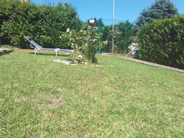 APPARTEMENT TRES CALME A 30 MN LYON CENTRE - Neuville-sur-Saône - Huoneisto